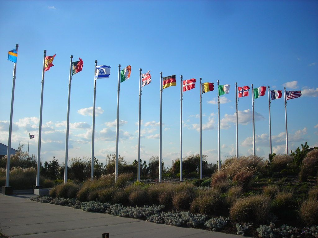 TWA Flight 800 Memorial in Smith's Point Beach, Long Island, New York. image: flickr creative commons/Doug Kerr