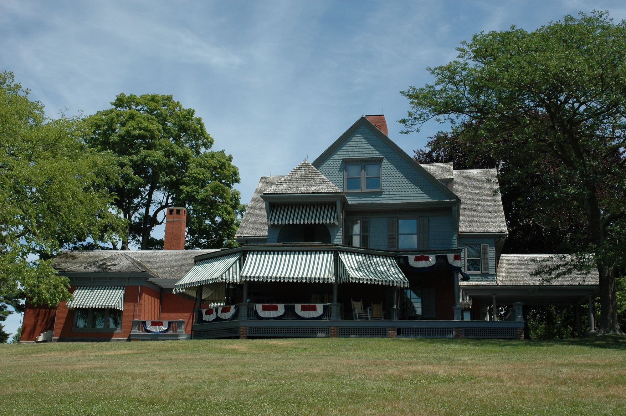 Front of Theodore Roosevelt House. image: sagamore hill national historic site