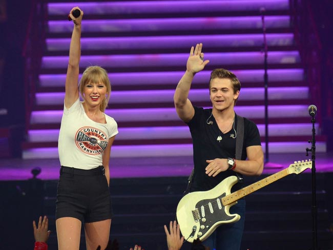Taylor-Swift-and-Hunter-Hayes_photo-by-Larry-BusaccaGetty-Images