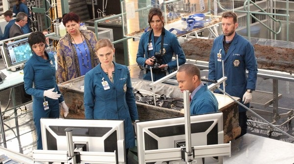 "BONES:  Brennan (Emily Deschanel, third from L), AUSA Caroline Julian (guest star Patricia Belcher, second from L) and the Jeffersonian team (L-R:  Tamara Taylor, Michaela Conlin, guest star Eugene Byrd and TJ Thyne) work to get Booth released from jail in the ""The Conspiracy in the Corpse"" season premiere episode of BONES airing Thursday, Sept. 25 (8:00-9:00 PM ET/PT) on FOX.  ©2014 Fox Broadcasting Co.  Cr:  Adam Taylor/FOX"
