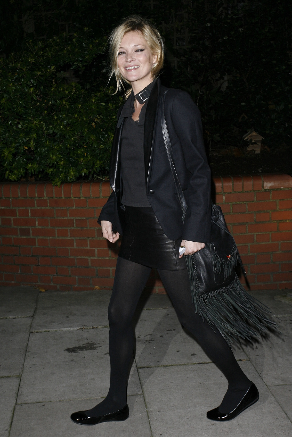 Model Kate Moss arrives at the SingStar Take That Extravaganza on November 25, 2009 in London, England. image: neil mockford/getty Images)