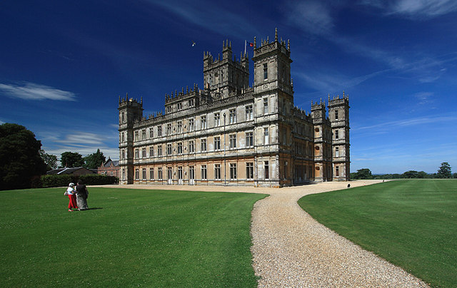 Highclere Castle image: mike searle. licensed under cc by-sa 2.0 via commons