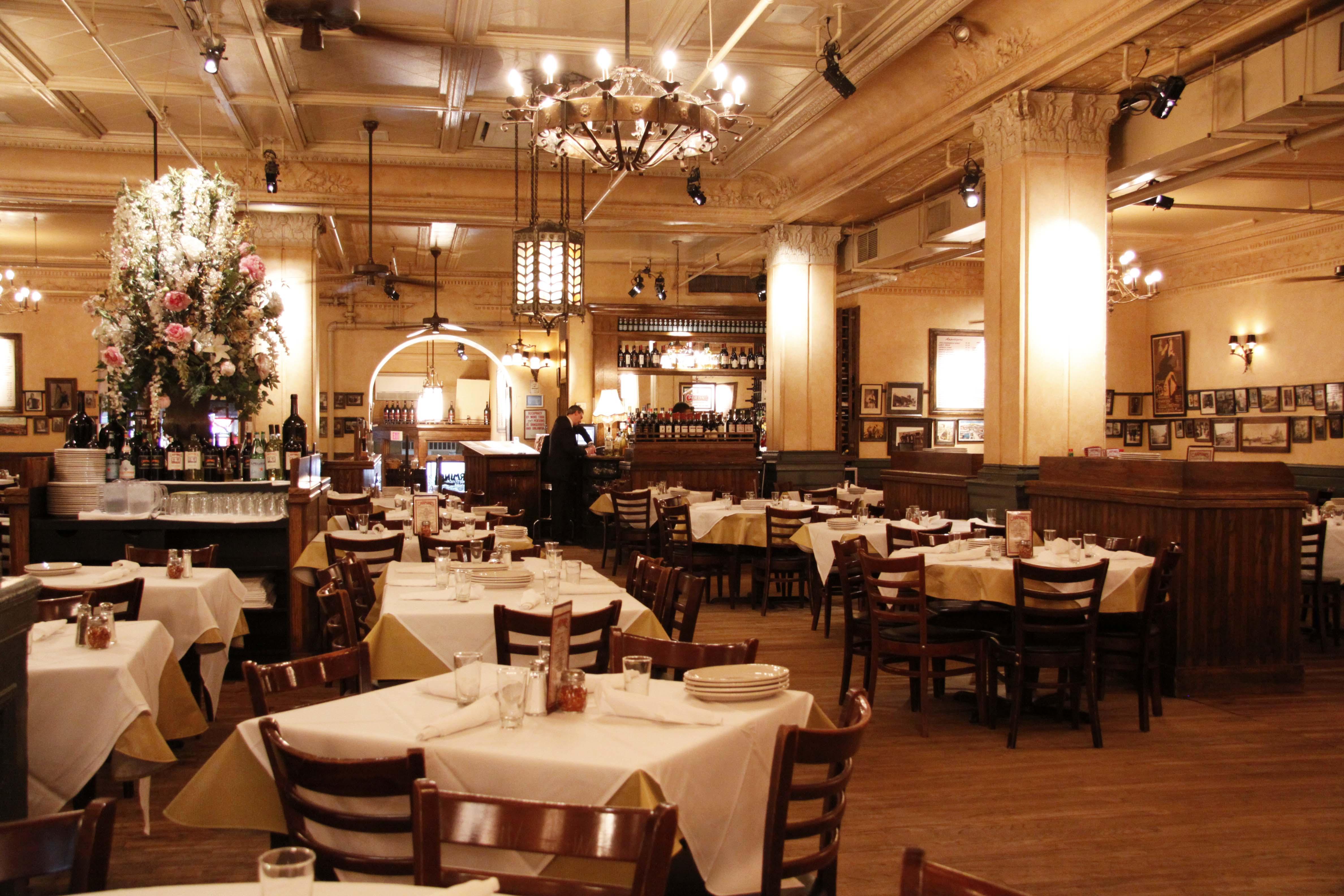 Carmine's 91st Street Interior