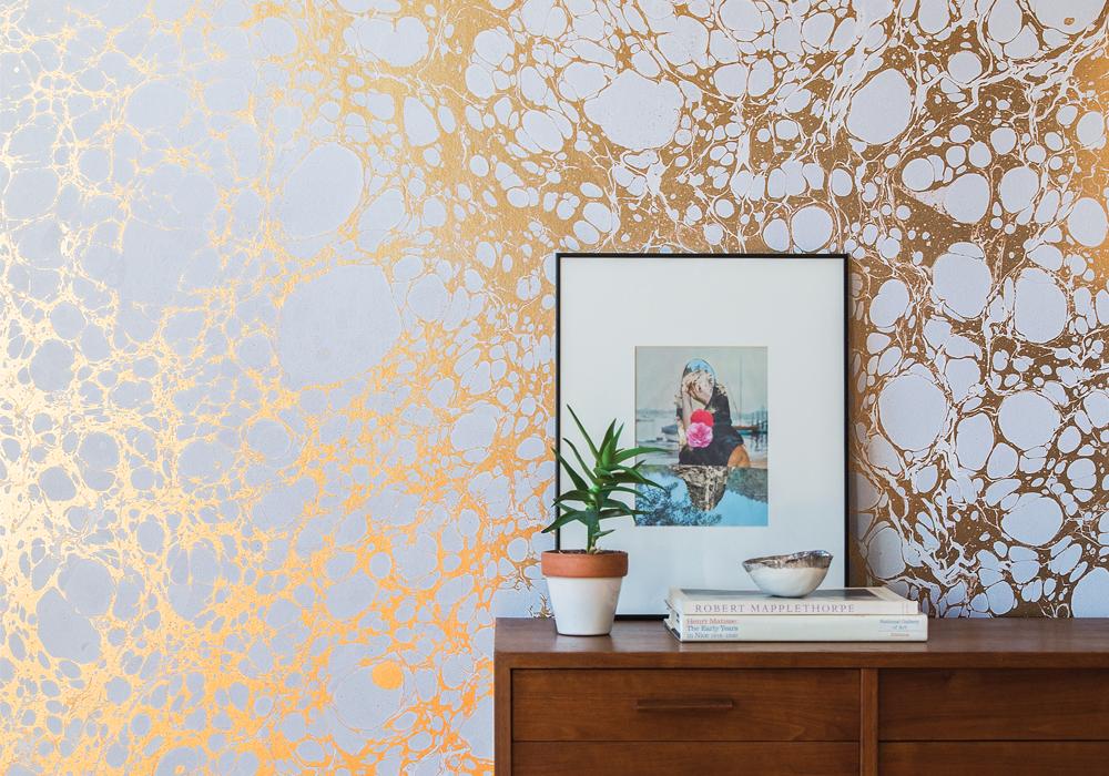 Calico Wallpaper's Wabi River creates a vertical field of gold. image: white arrow