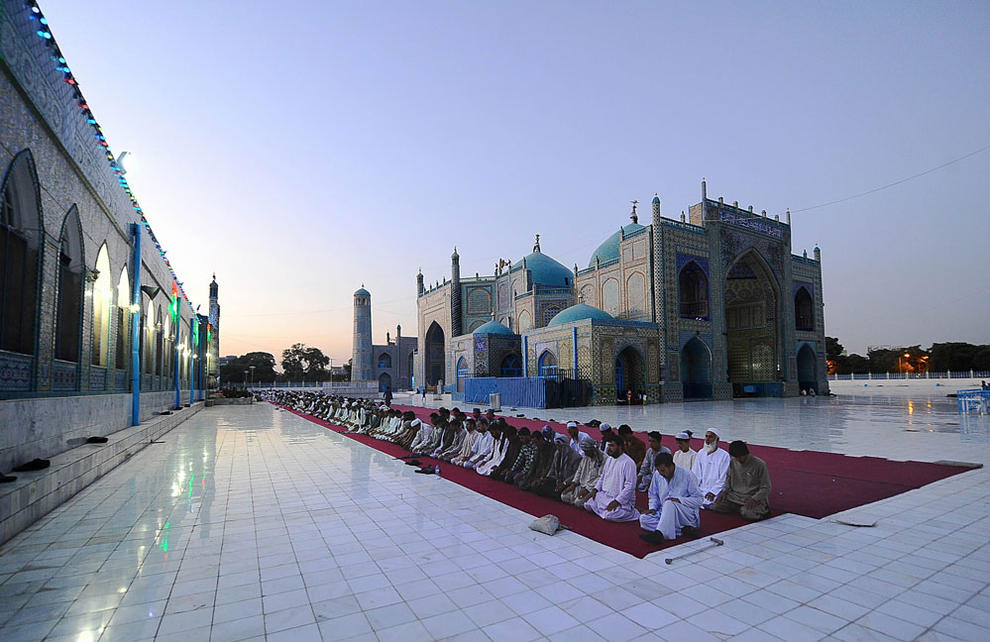 Men praying during Ramadan image: vetman - http://www.panoramio.com/photo/75928918?tag=Afghanistan, CC BY-SA 3.0, https://commons.wikimedia.org/w/index.php?curid=26115460
