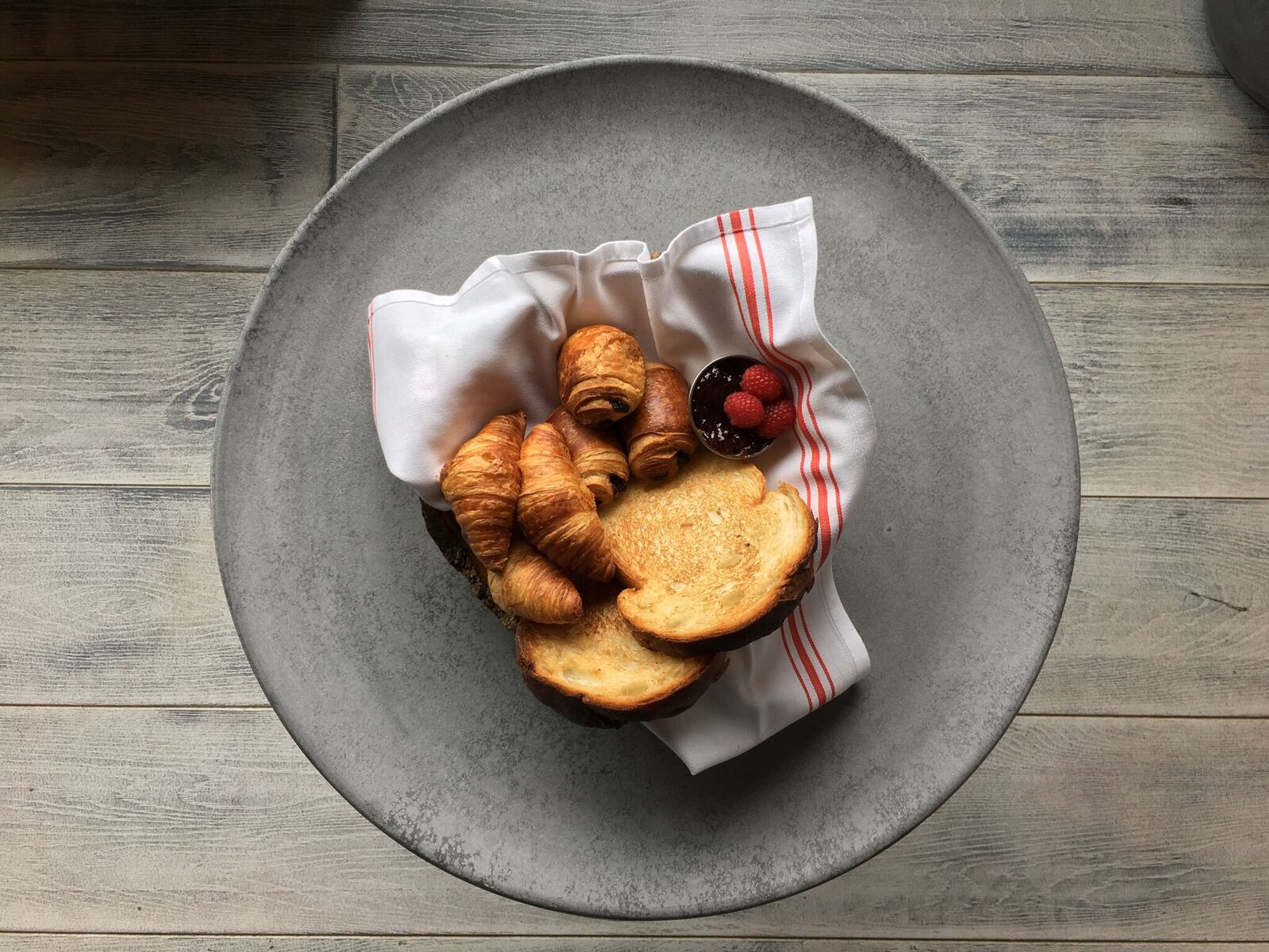 Croissants, toasted brioche, baked bread image: arbor