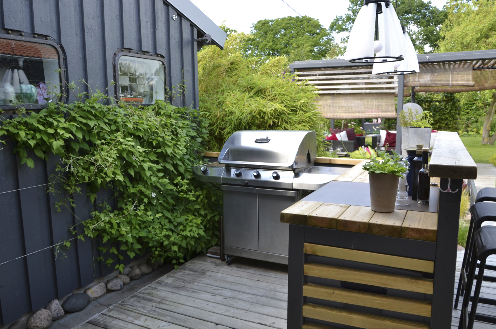 Outdoor kitchen with a stainless gas grill. image: eirasophie