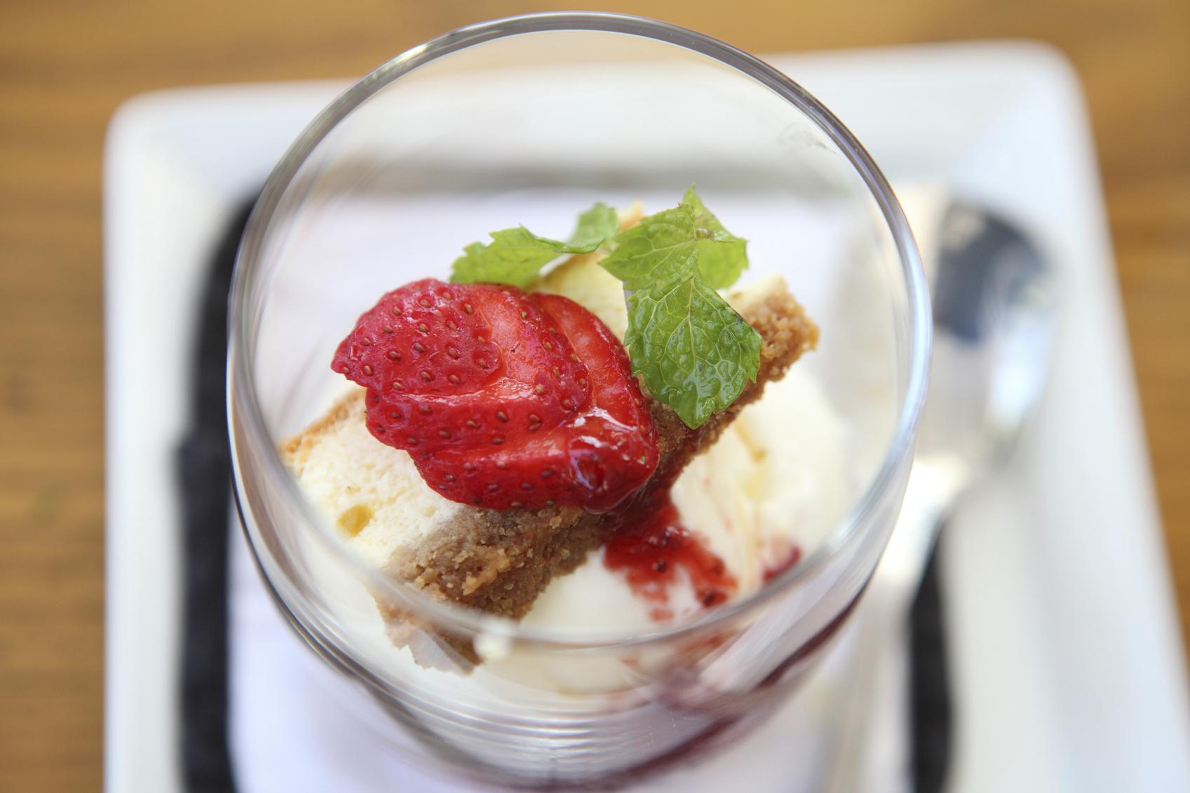 strawberry icecream with cheese cake