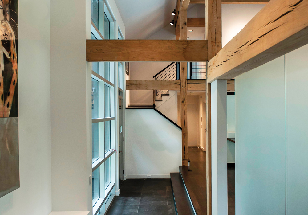 Down the hallway is a staircase to the home's second oor bedrooms and a balcony that overlooks the open plan below. image: mark stumer