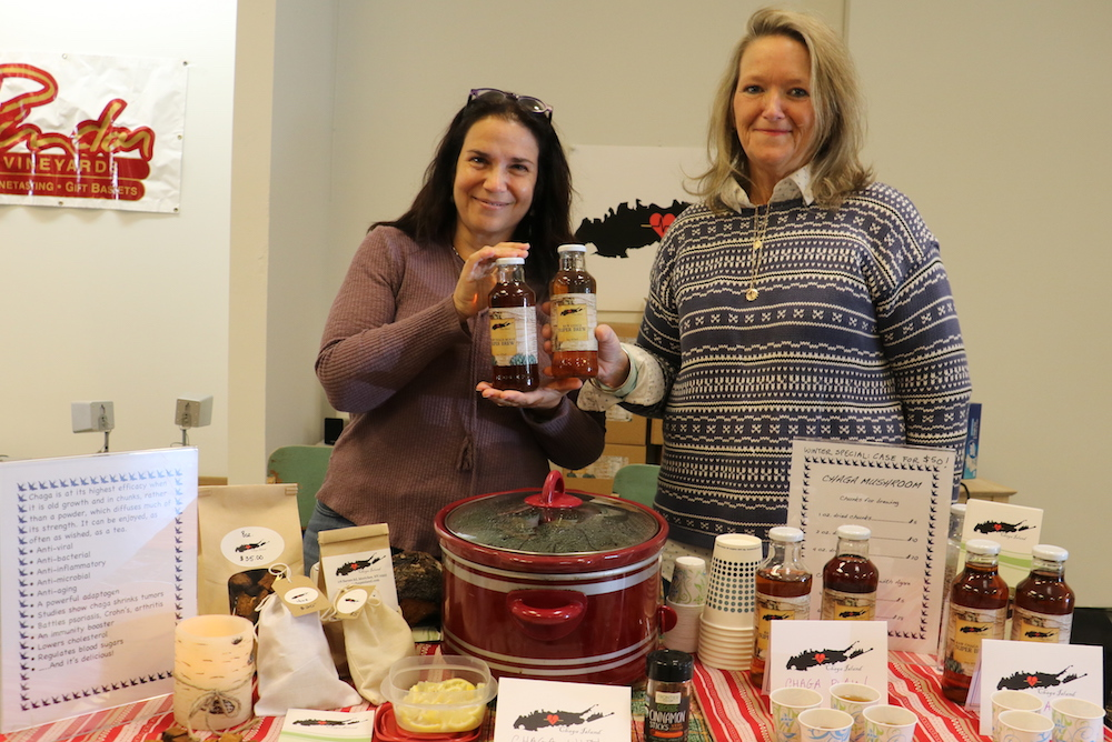 Bridget LeRoy (left) and Debbie Falborn at the riverhead famers' market image: cyndi murray