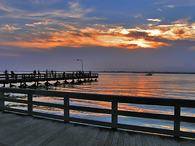 image: stateparks.com/jones beach state park in new york