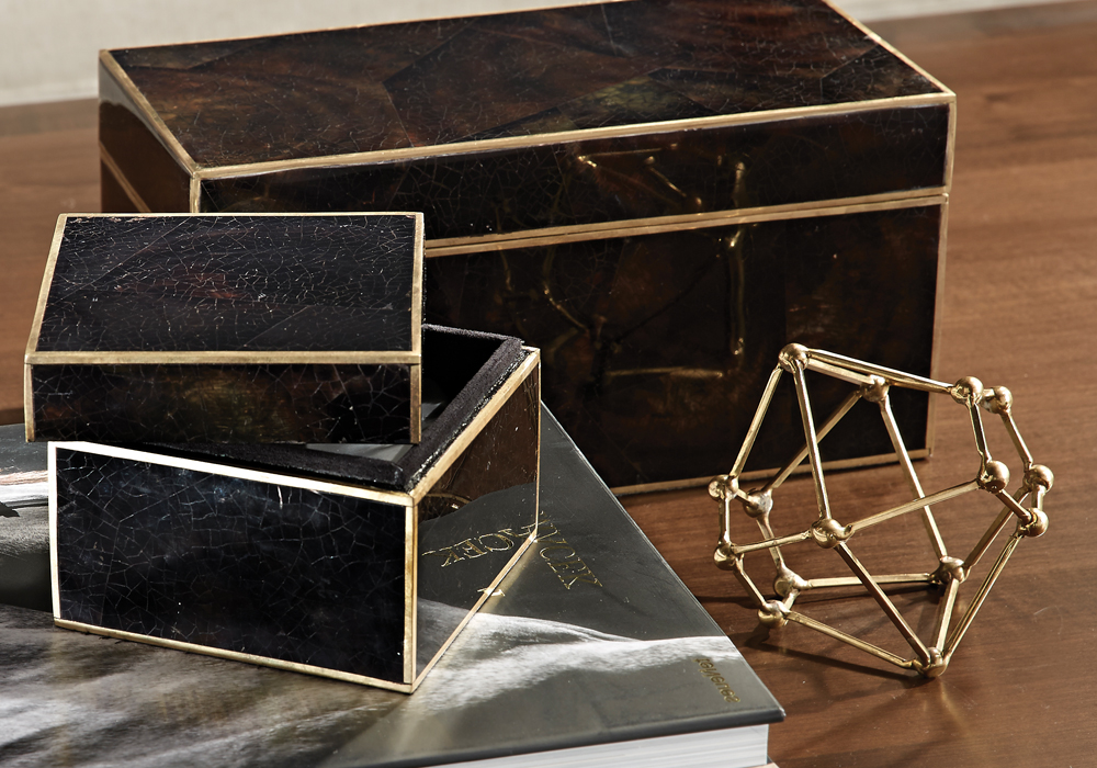 Modern shapes and metallic  nishes are trending in the world of interior design.