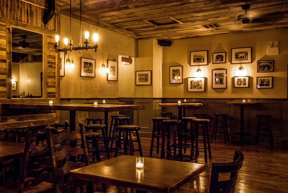 image: facebook.com/MaxwellsBarRestaurant