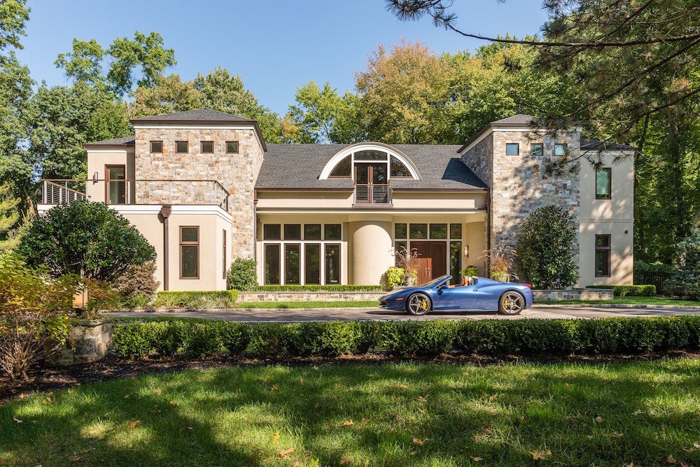 Home in Muttontown for $2,800,000. image: douglas elliman