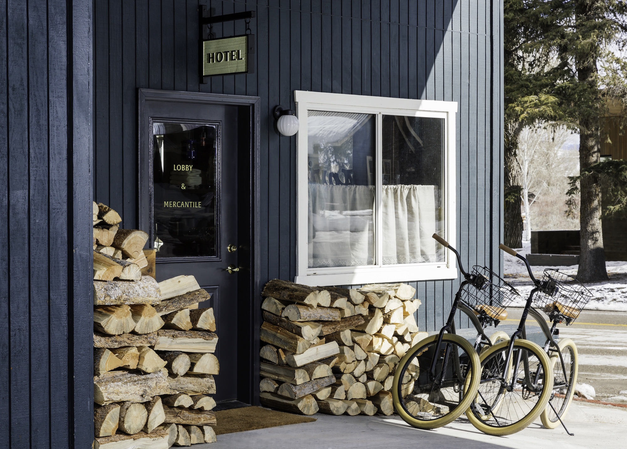 ANVIL - exterior bike - Read McKendree
