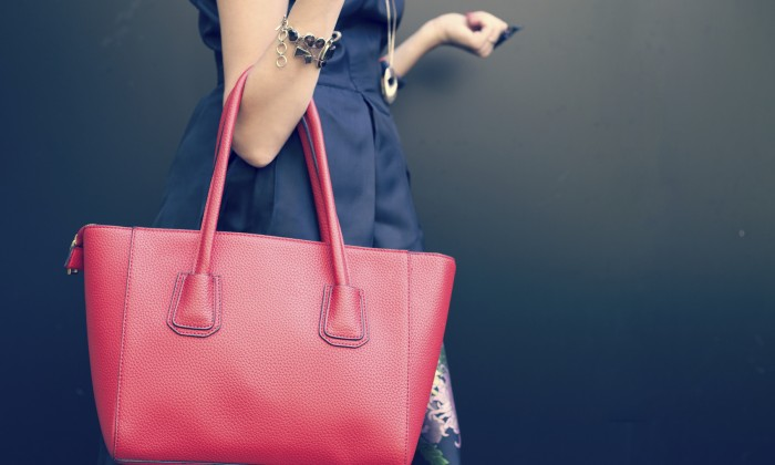 f25b957f166 How to Carry a Purse Without Killing Your Back