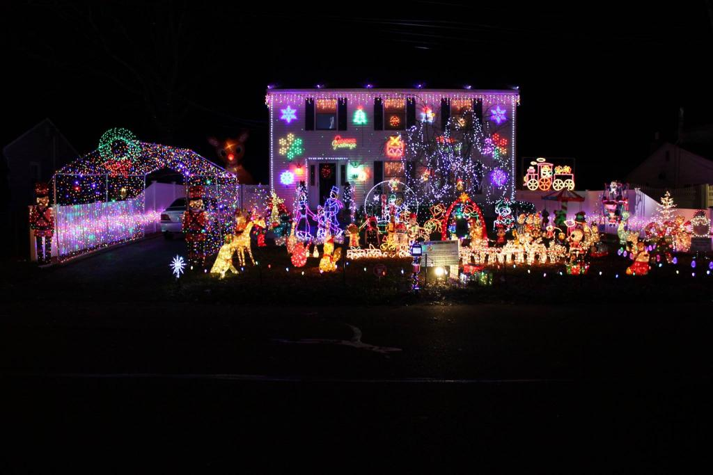5 Long Island Homes With Amazing Holiday Light Displays | Long
